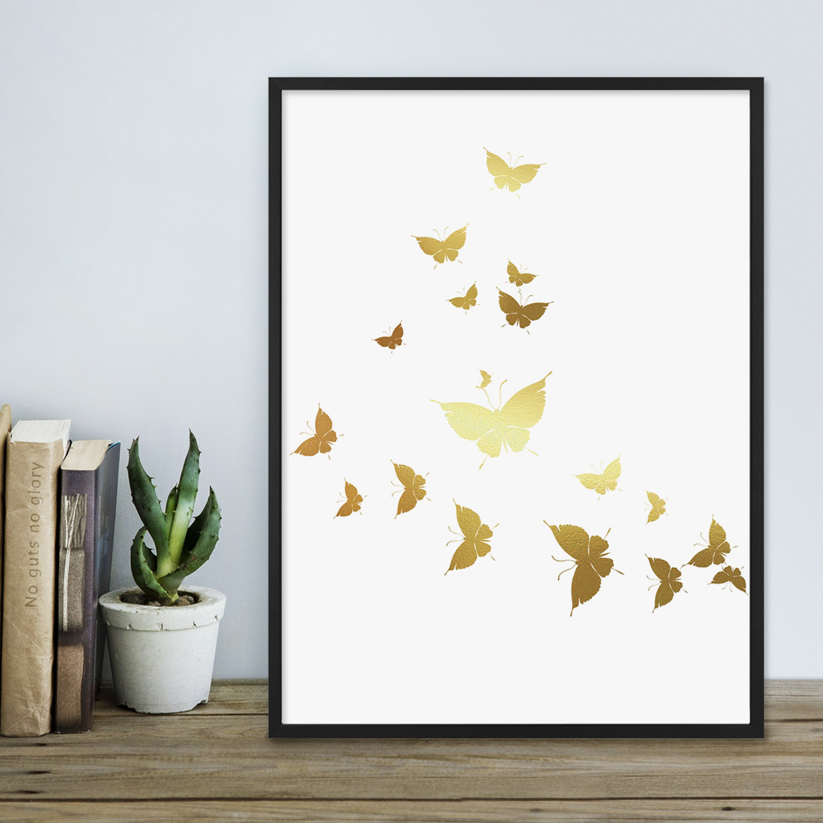 design poster mit bilderrahmen schwarz 39 butterflies gold 39 30x40 cm goldaufdruck motiv. Black Bedroom Furniture Sets. Home Design Ideas