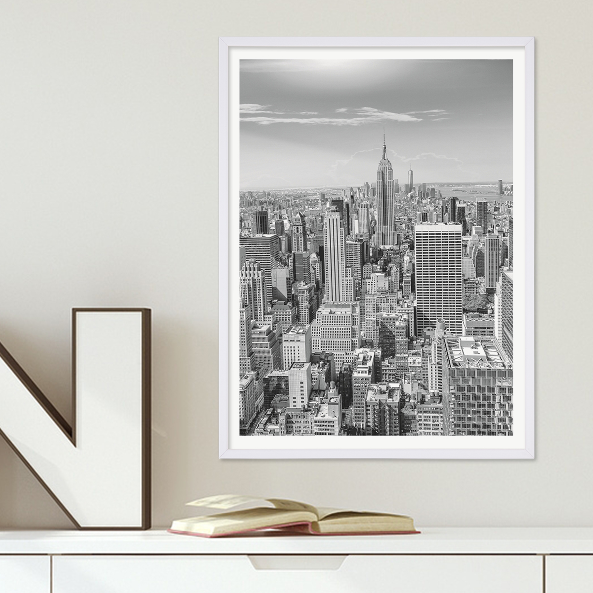 poster mit bilderrahmen weiss 39 new york city 39 30x40 cm schwarz weiss motiv landkarte skyline. Black Bedroom Furniture Sets. Home Design Ideas