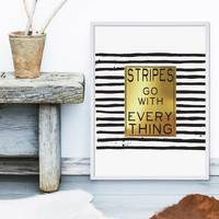 Design-Poster Stripes go with Everything 30x40 cm Goldhintergrund